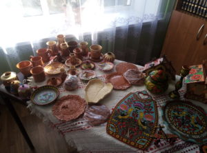 Выставка изделий гончарного ремесла и лепка из глины .
